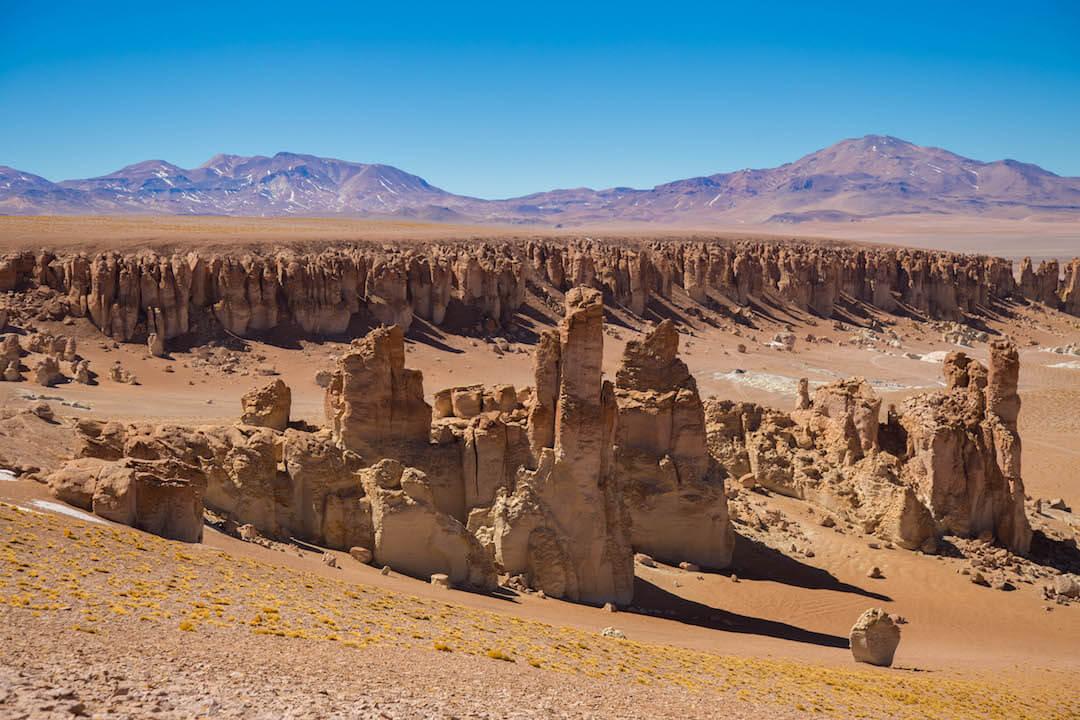 Gran conjunto de rocas erosionadas en Salar de Tara